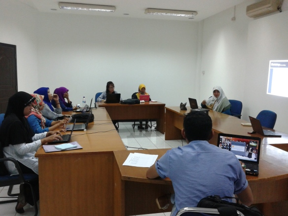 Mini workshop di ruang meeting kantor BaKTI